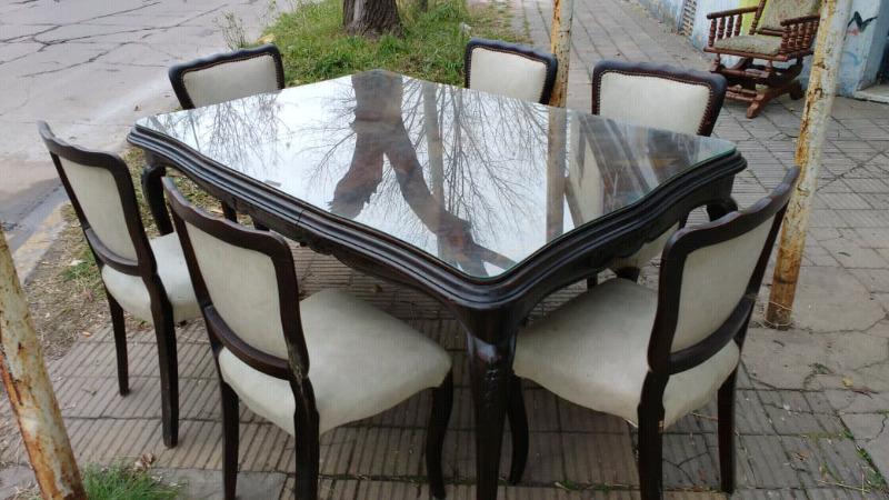 Antiguo juego de mesa y sillas estilo Luis 15 impecable