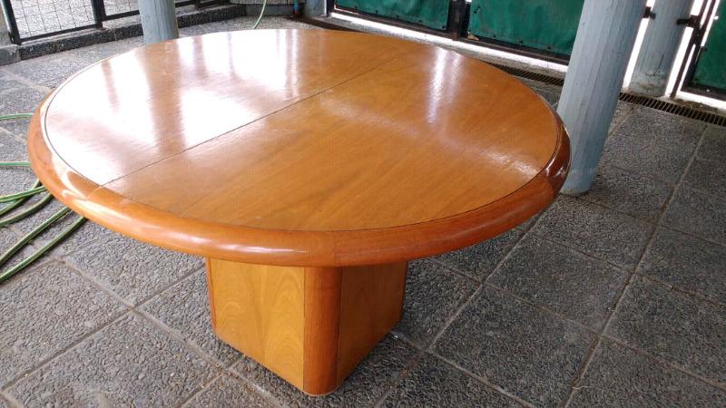 Mesa comedor redonda extensible en madera de Roble