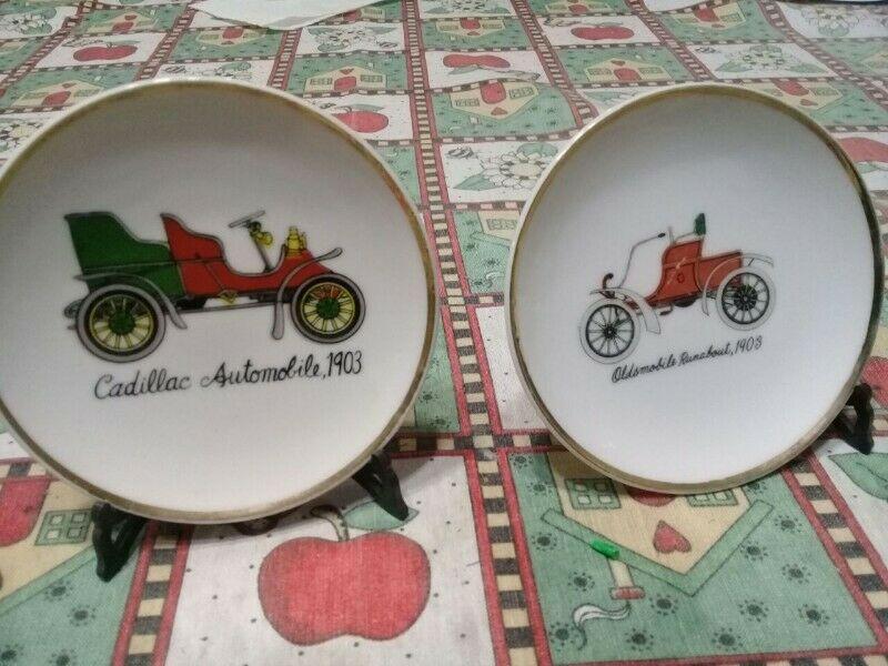 Par de Antiguos platos decorativos de Porcelana