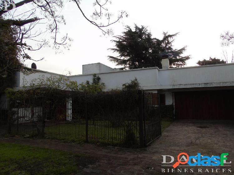 Casa en venta en City Bell - 472 E/ 15 a y 17 Nº 959