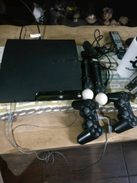 PS3 en excelente estado. Con Juegos, 2 joystick, 2 moves y