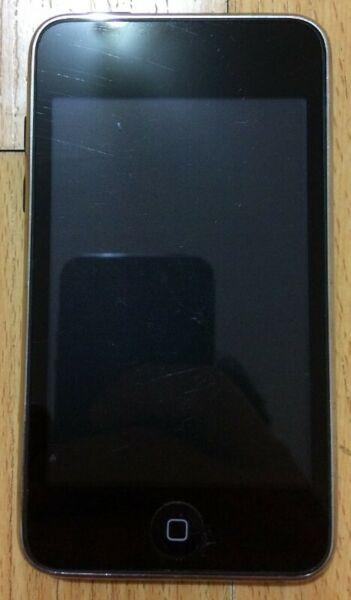 IPod Touch Segunda Generación 8GB con Funda y Cable