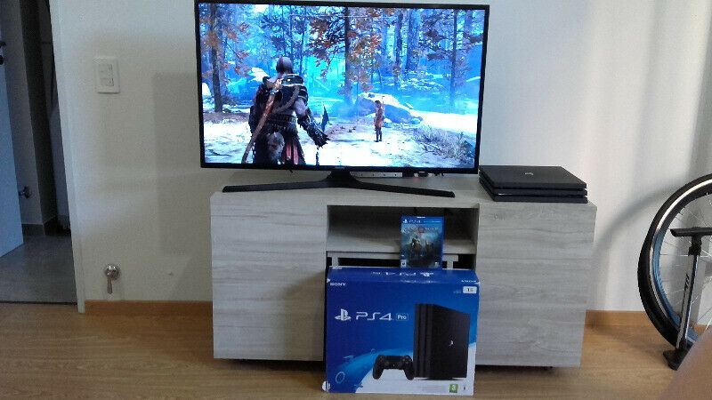 PS4 PRO con God Of War