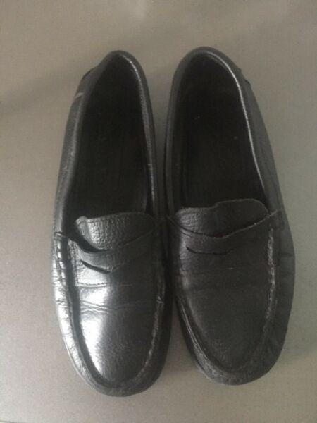Urgente vendo zapatos de colegio bastitella