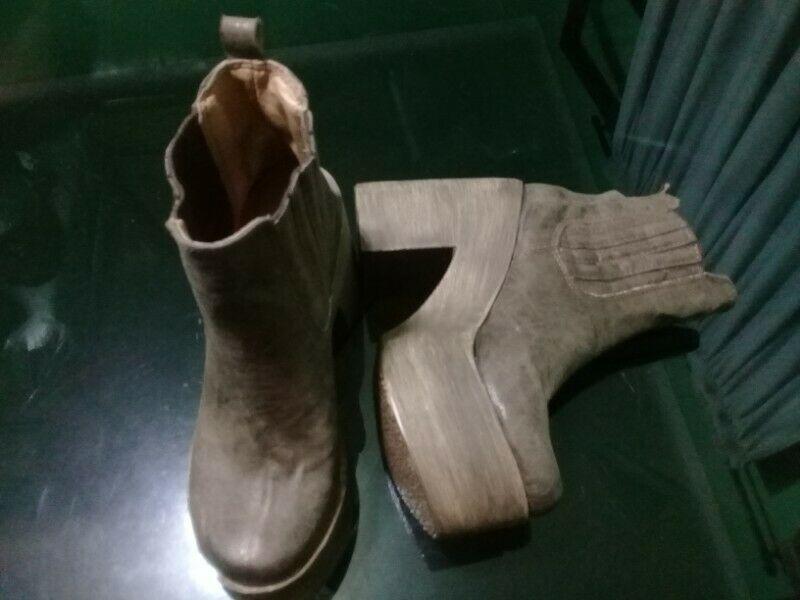 Botas color marrón