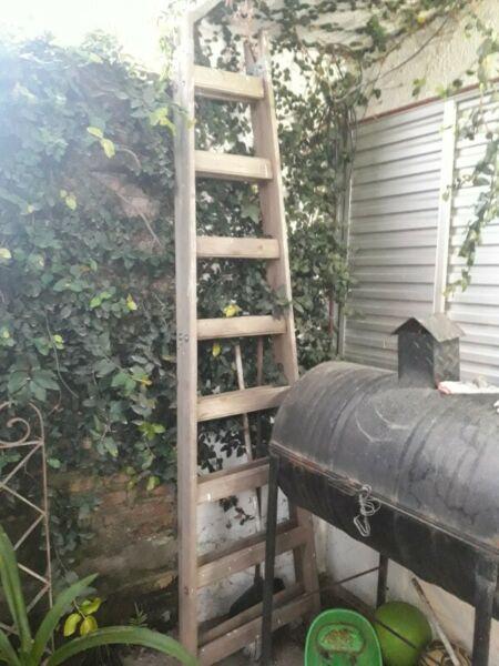Escalera pintor de madera 8 escalones. Buen estado, tiene
