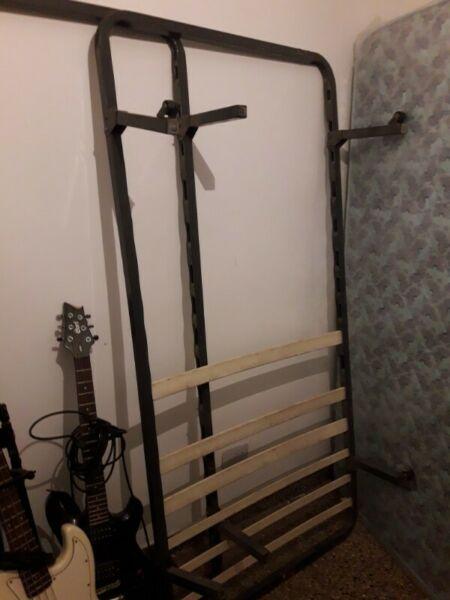 Somier cama 1 plaza, le faltan solo los listones de madera,
