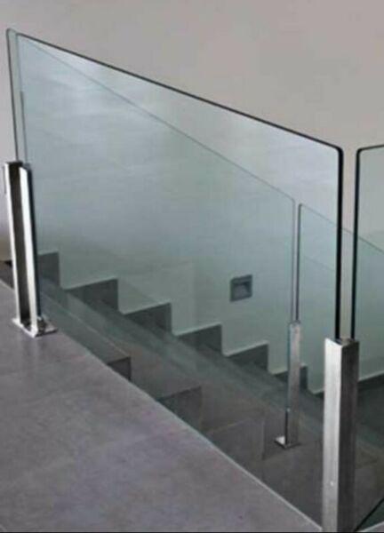 baranda de acero inoxidable y vidrio