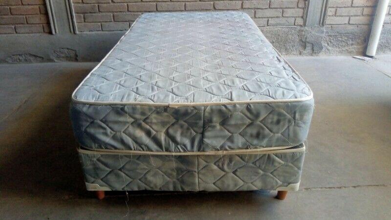 Sommier con colchón incluido de 1 plaza y 1/2