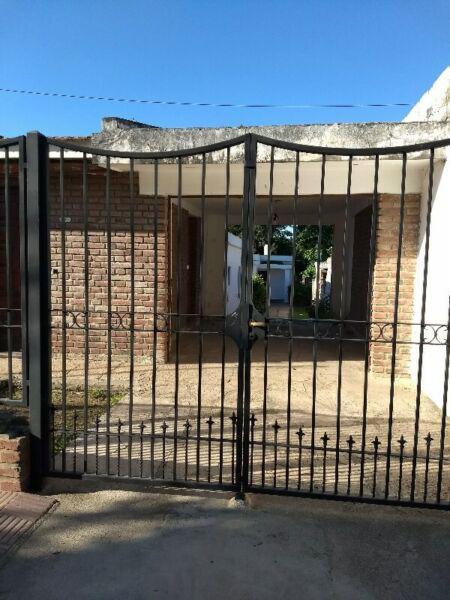 ALQUILO CASA PERMANENTE EN COSQUIN A 3 CUADRAS DEL CENTRO