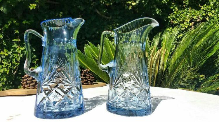Antiguas Jarras de cristal en azul talladas