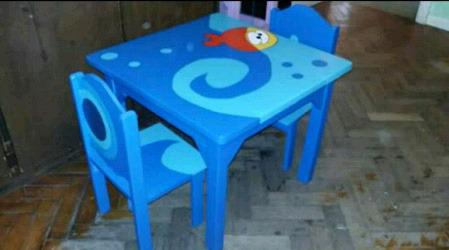 Mesa y 2 sillas infantiles