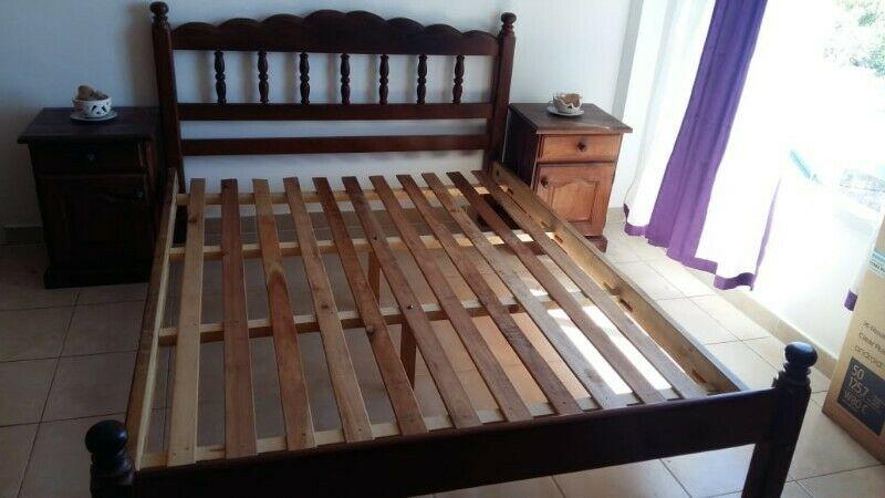 Juego De Dormitorio De Algarrobo 2 Plza + 2 Mesitas De Noche