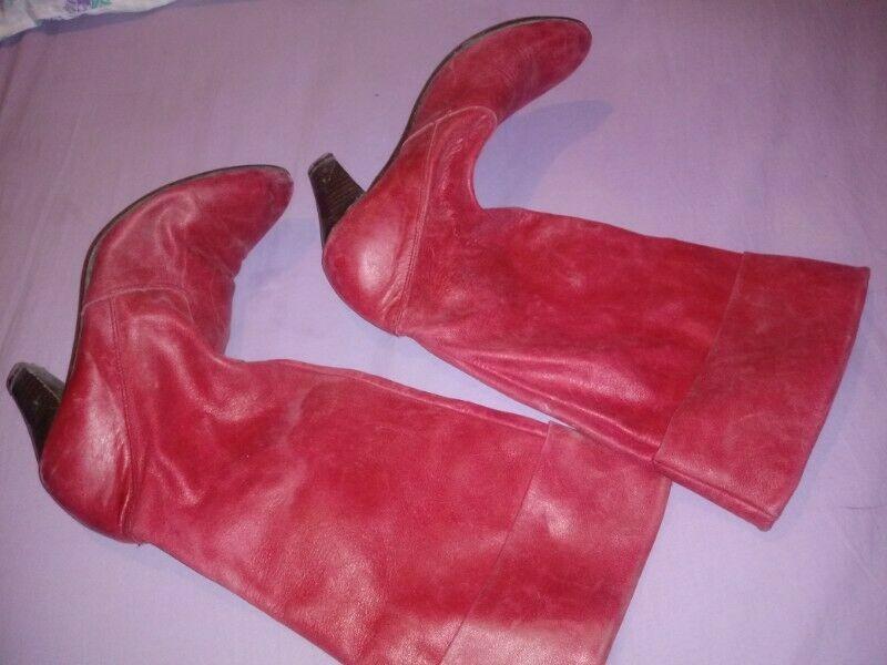 Vendo bota cuero número 38 color rojo