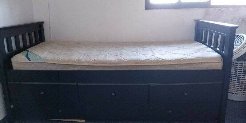 Cama de 1 plaza con cajonera y cama tipo nido. Usado.