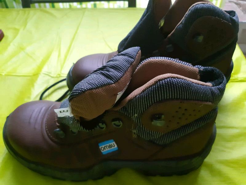 Vendo botas Ombu num 42