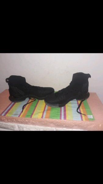 Zapatillas De Basquet CURRY 5 NUEVAS
