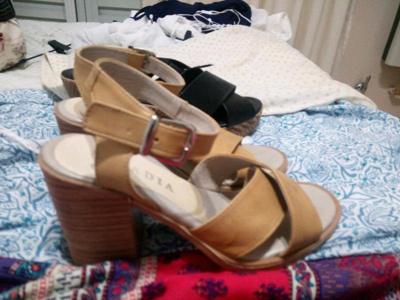 Dos pares de sandalias número 35