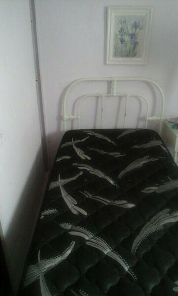 Vendo cama de una plaza con colchon