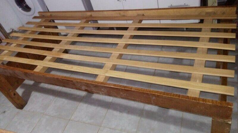 vendo 2 camas de madera