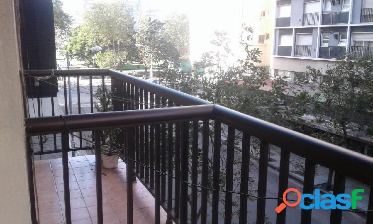 Departamento un ambiente con balcón // Bolívar y Buenos