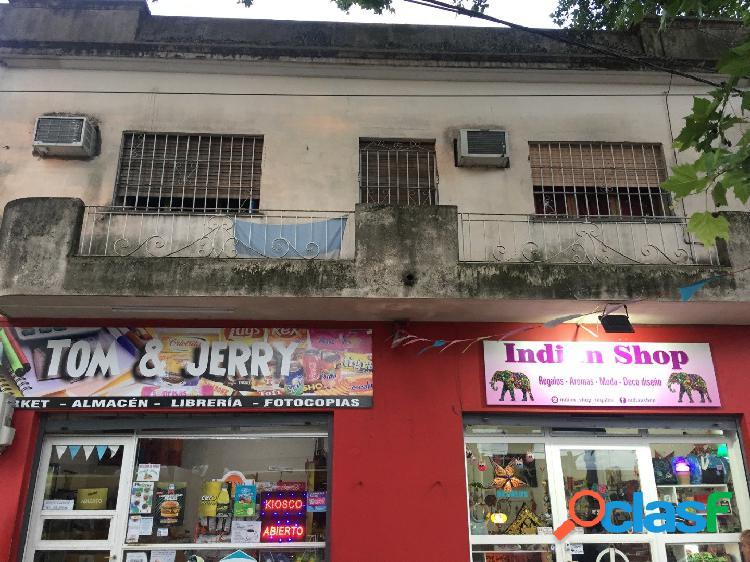 Av. Peron y Cerrito. Casa de dos plantas con dos locales.