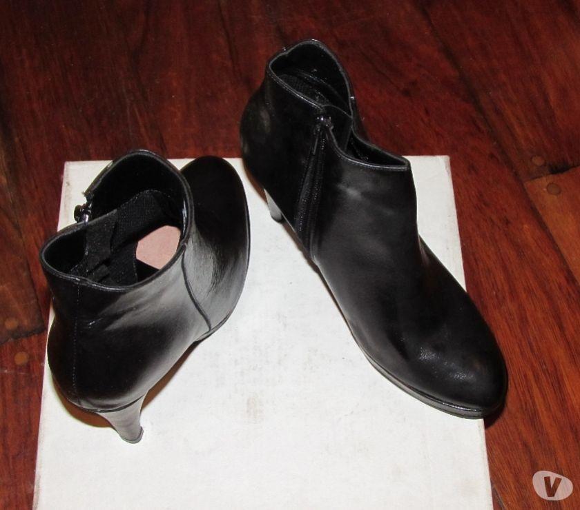 Botas de cuero y estiletos