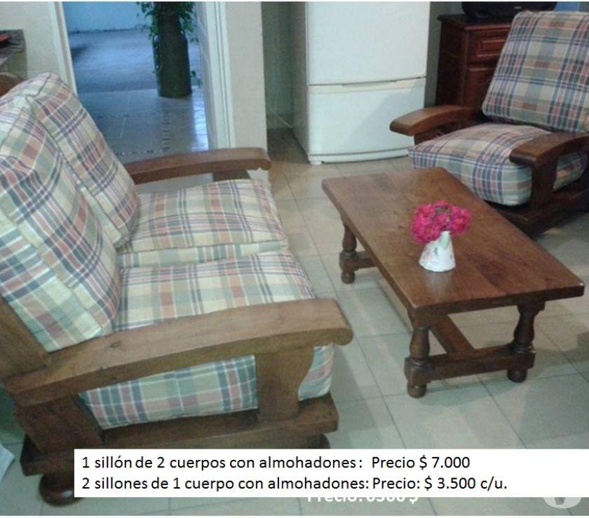 Juego de living - Un sillón de 2 cuerpos, dos de 1 y mesa.