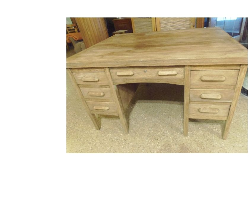 Antiguo escritorio de roble de principios de siglo pasado.