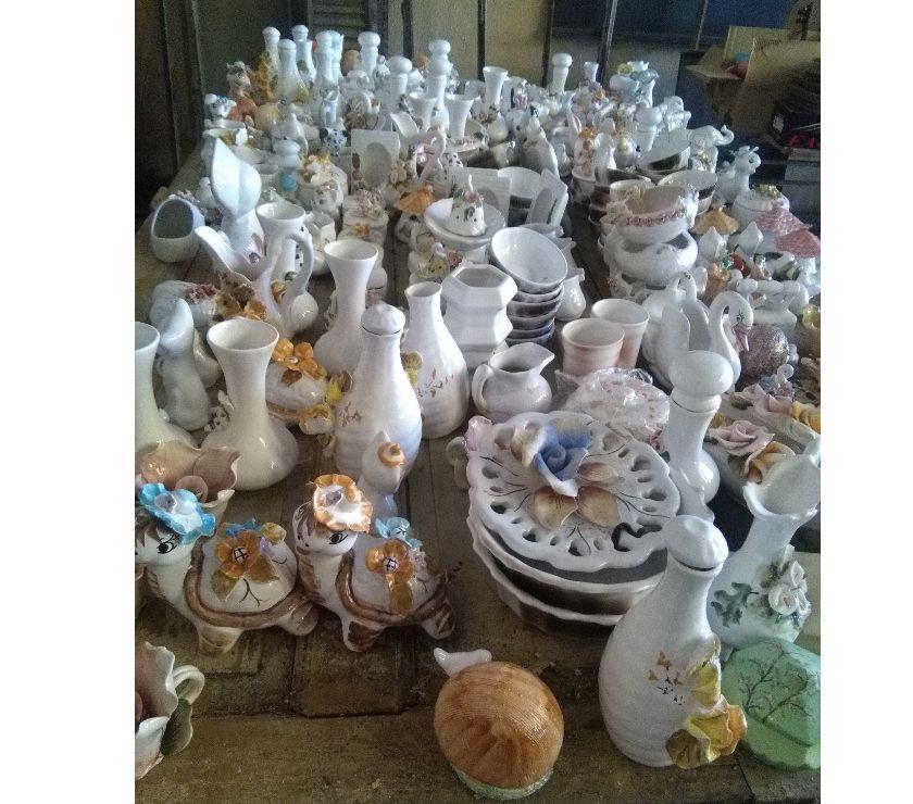 Lote de mercaderia de ceramica, porcelana y afines.