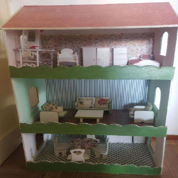 Casa De Muñecas Para Barbie Con 15 Muebles. Pintada