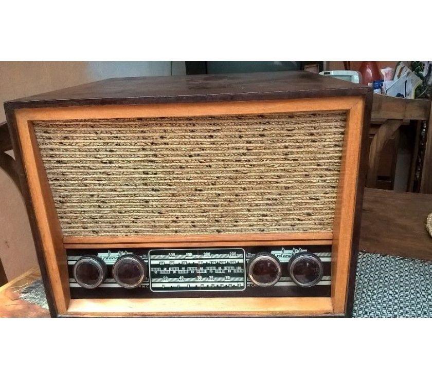 antiguo tocadiscos y radio Splendid