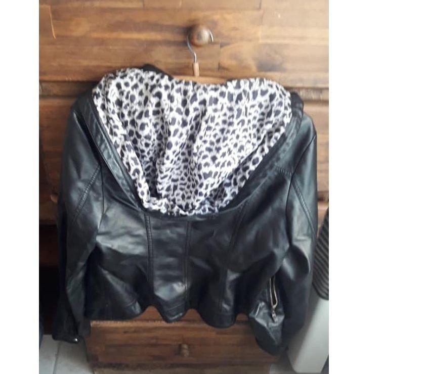 Campera de mujer símil cuero forrada (XL)