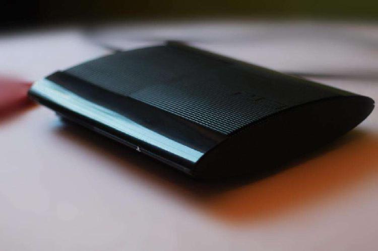 PS3 500 GB Ultra Slim 3 juegos 2 joystick hdmi