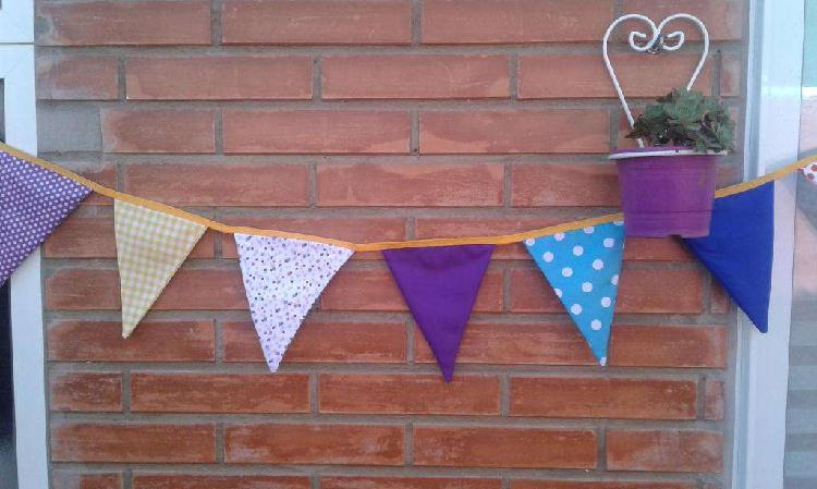 Banderines de tela para decorar la habitación o patio