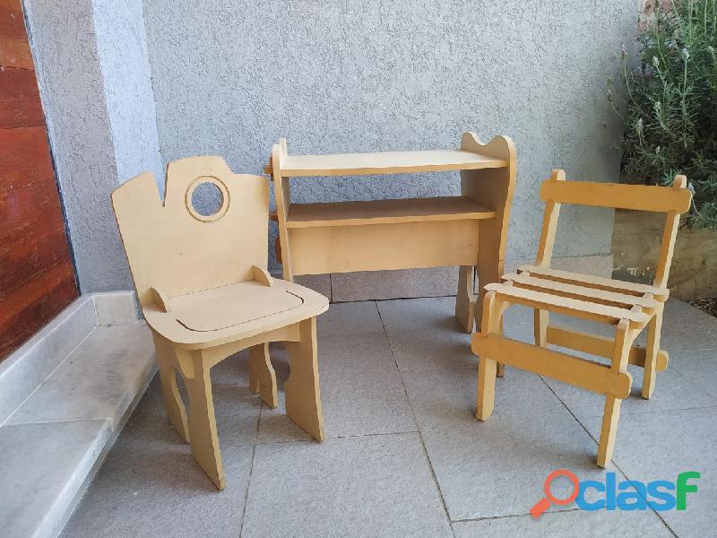 Juego de mesa y sillas para niños encastrables