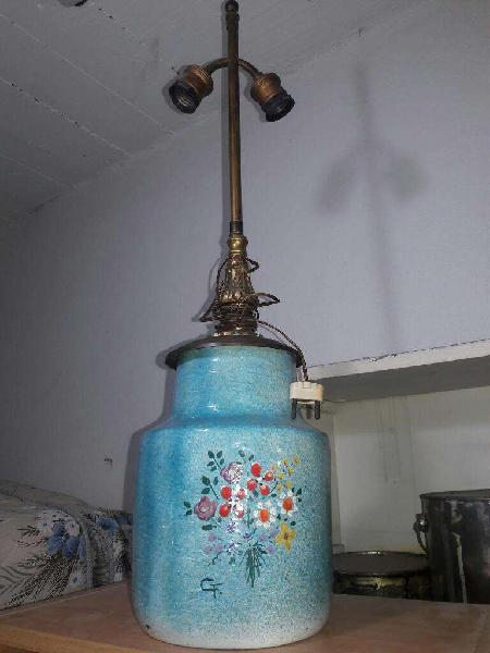 Velador de Bronce con Base de Ceramica.