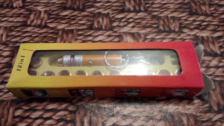 Linterna laser puntero llavero 12 en 1 en su caja original