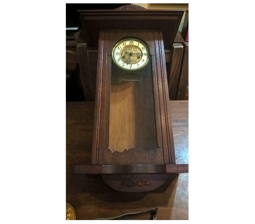 antiguo reloj de péndulo a reparar
