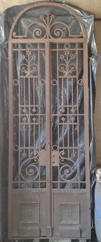Puerta de Hierro Forjado Antigua