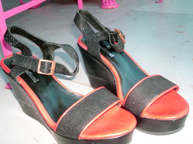 Sandalias DE Cuero, Buena Calidad Talle 38