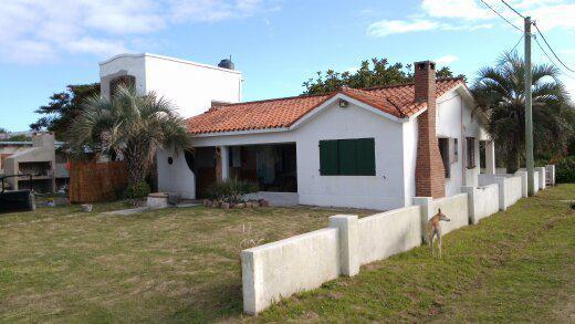 Uruguay casas confortables frente al mar playa aguada de la