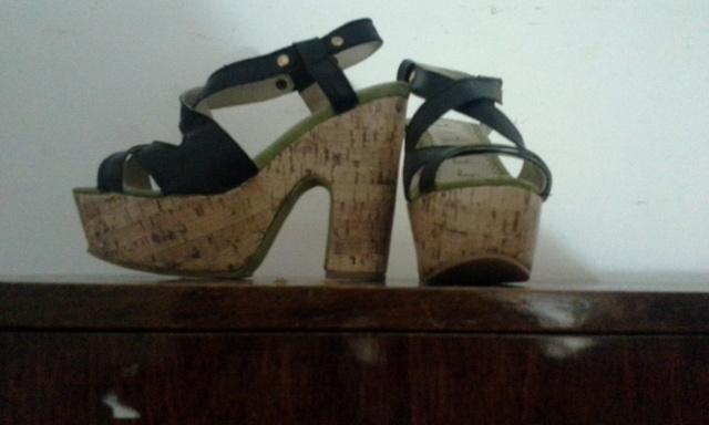 Vendo Sandalias Negras Con Plataforma, Muy Buen Estado, Sin