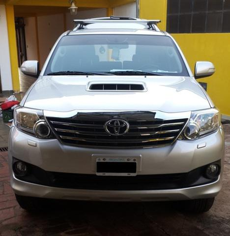 Toyota Hilux SW4 Diesel 3.0 Turbo e Intercooler 4x4 AT 2014