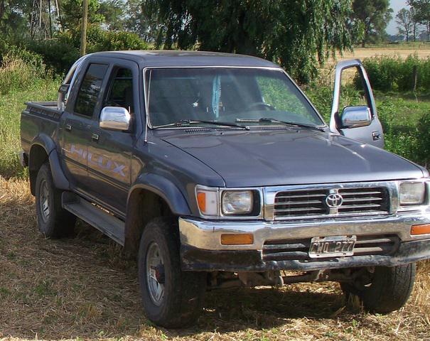 Vendo Toyota Hilux 2.8D C/D 4x4