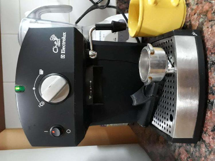 CAFETERA EXPRESS ELECTROLUX CHEF CREMA