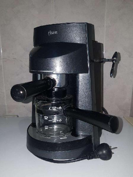 Cafetera Expreso Oster con Espumador