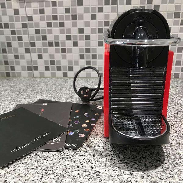 Cafetera Nespresso Pixie Clip (Poco Uso)