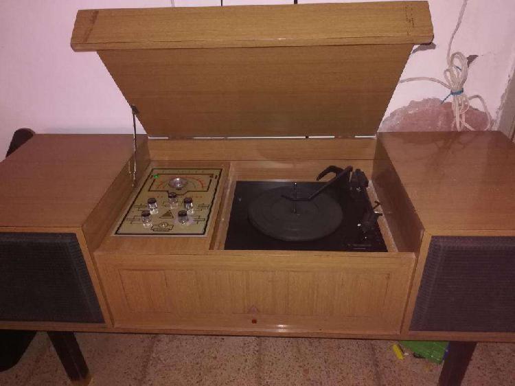 Combinado tocadiscos y radio