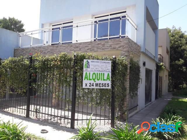 Duplex de dos dormitorios y dos baños garage con parrilla